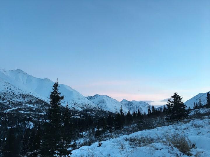 Mt. Magnificent Home - Cozy Getaway