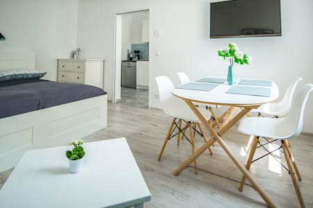 Feel the King size Bathroom and Bed - modern flat!