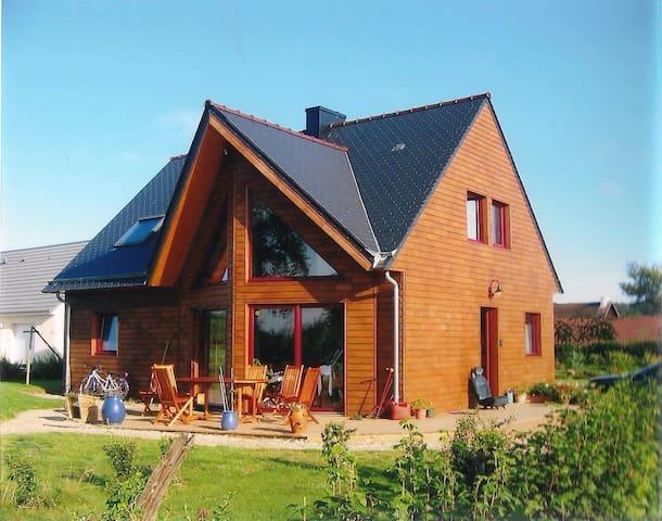 Charmante maison en bois - Quettehou - Dom