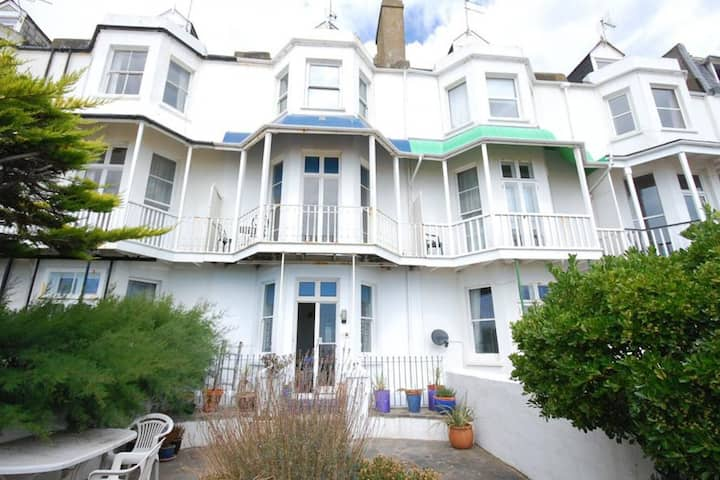 Vintage Holiday Home in Hythe with Garden