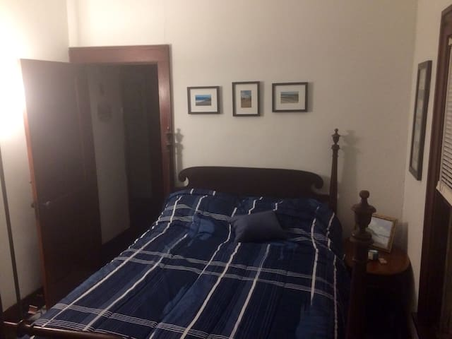 One bedroom in Downtown Mystic