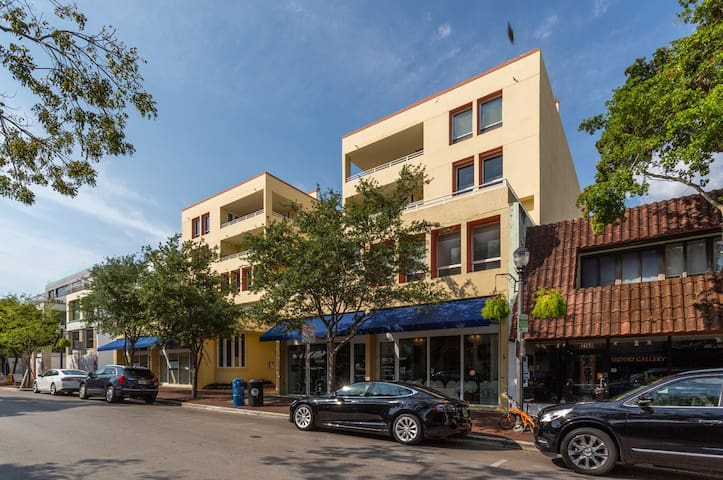 Commodore | Coconut Grove| 1,040 SqFt One-Bed Apt