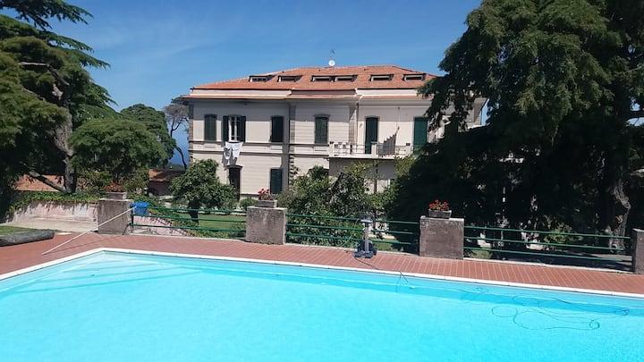 Vista mare, giardino, piscina