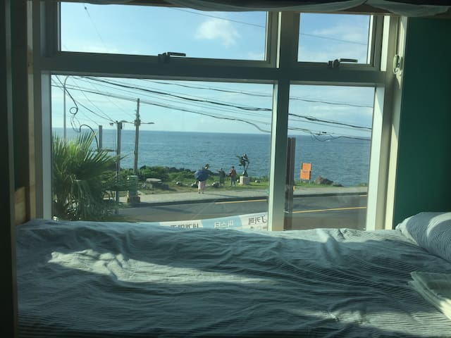 Yesjun Guest house. Ocean view room. 바다뷰 룸.