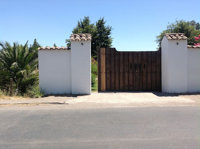 Entrance to the property seen from the outside.