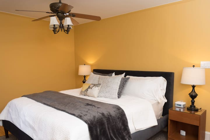 The king size bed with pillow top mattress is a Consumer Reports, top-rated Avocado mattress covered in luxurious sheets, warm blankets and plenty of great pillows.