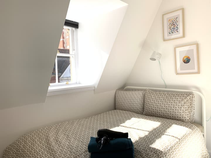 SMALL DOUBLE BEDROOM IN HEART OF THE CITY CENTRE