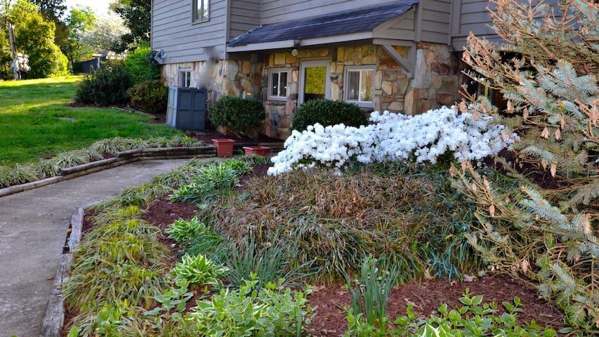 Garden suite near VIR and Hyco Lake