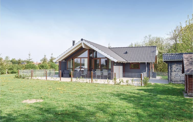 Holiday cottage with 3 bedrooms on 89m² in Skjern