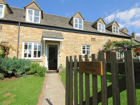 Central Chipping Campden Cotswold Stone Cottage