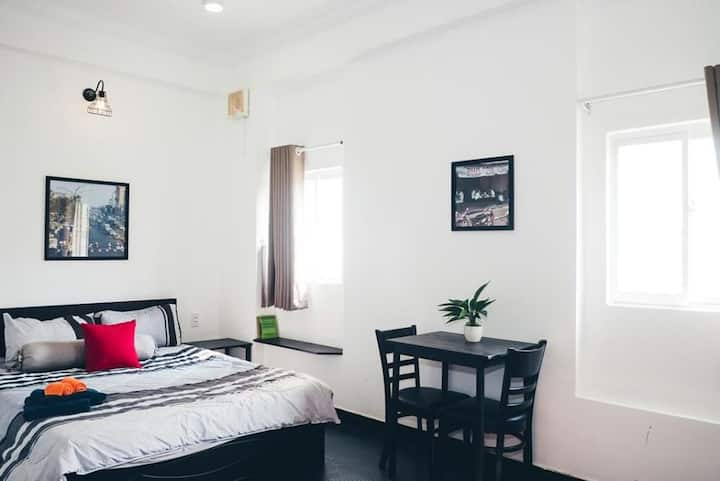Airbnb style  apartment (free swimming and Gym)