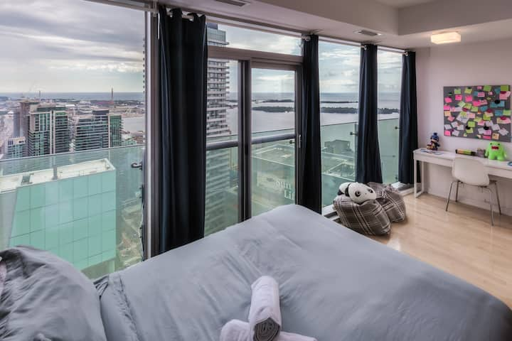 Enjoy spectacular lake view from 50+ floors up