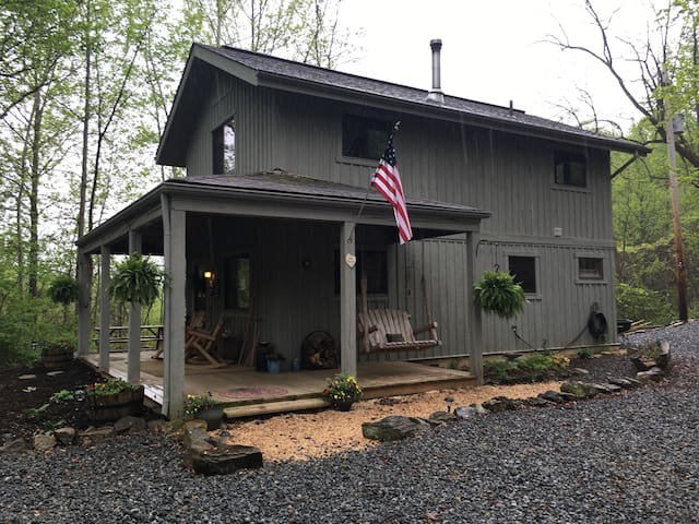 Peaceful Seclusion, 5 Star Cabin in Blue Ridge!