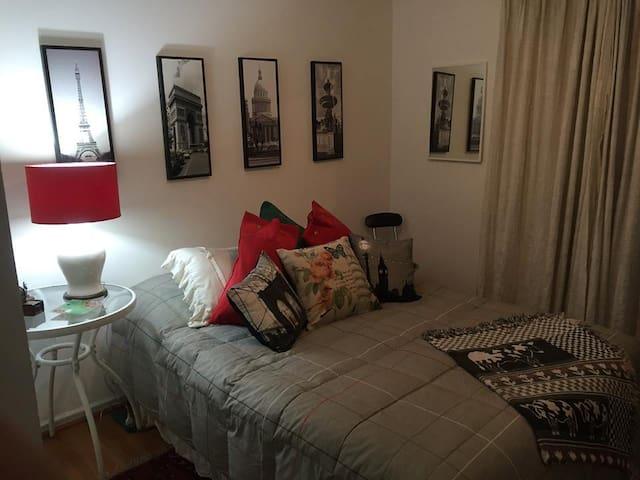 Habitación matrimonial con baño privado - Las Condes
