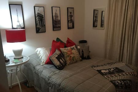Habitación matrimonial con baño privado - Társasház