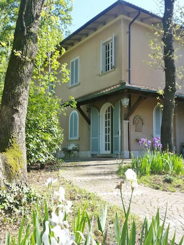 """Appartamento """"la terrazza nel bosco - Bientina - Leilighet"""