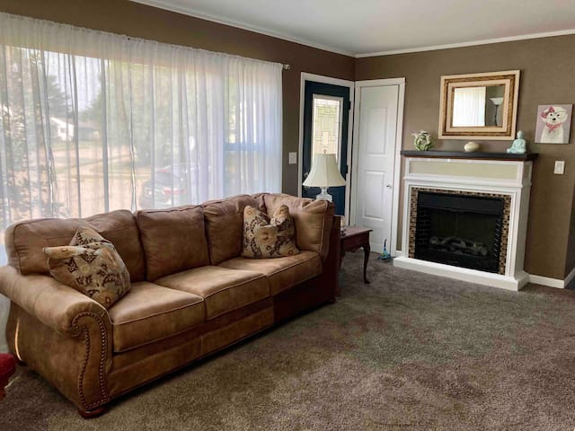 Super comfortable living room, lots of natural light, new carpeting, fireplace, new Roku TV.