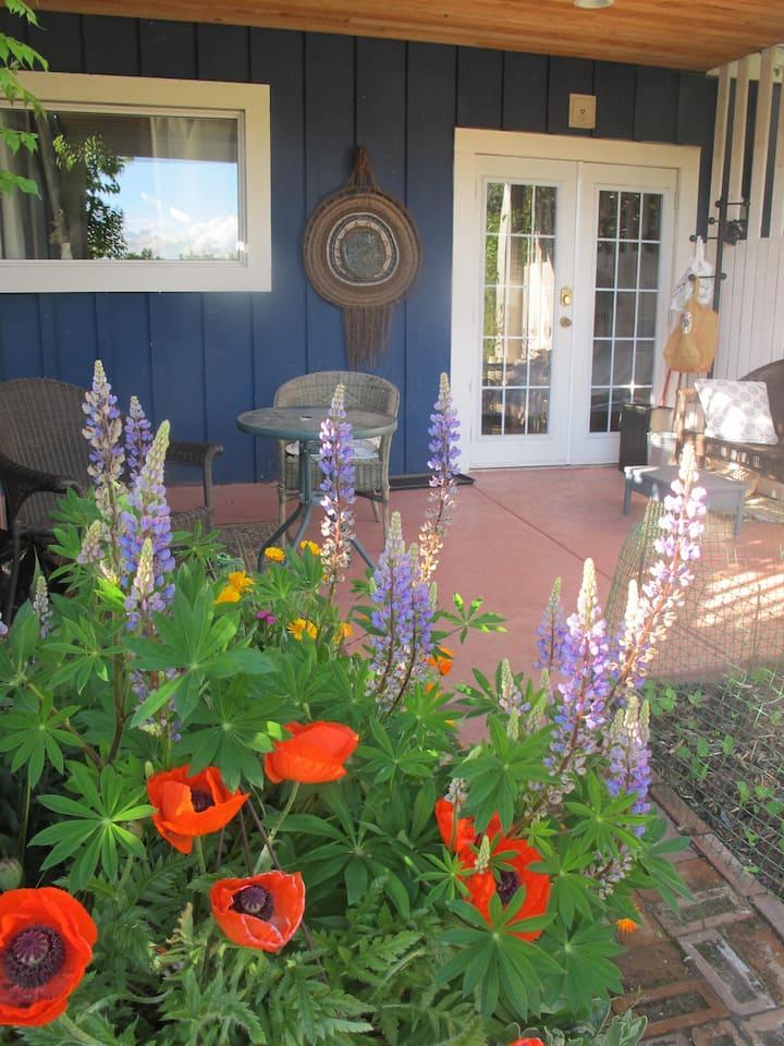 Private Garden Suite in Old Nanaimo
