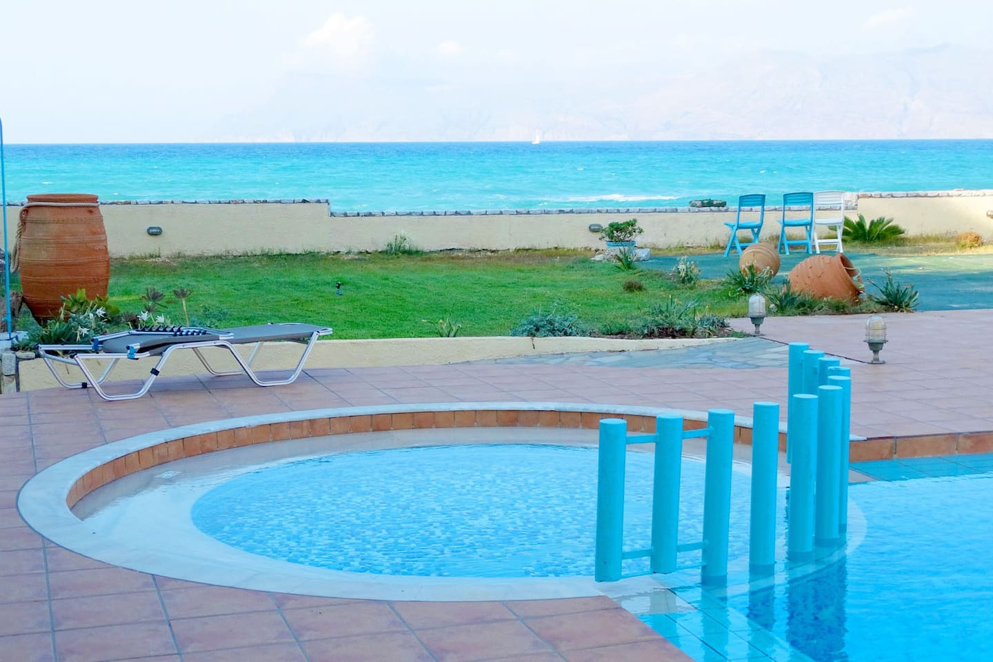 Captain's Beach Apartments pool and sea view