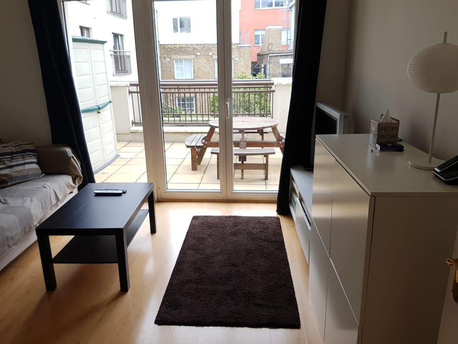 Central Apartment With Spacious Terrace And Pool Apartments For Rent In London England