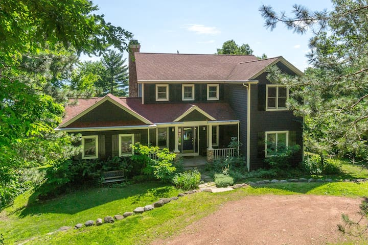 Warm and Inviting 5 Bedroom Lakefront Home