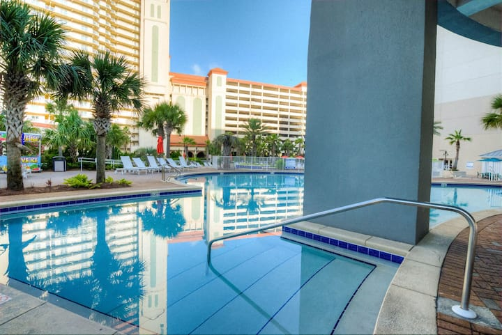 Laketown Wharf 435! 1 BD, 2 Bathroom with Amazing Amenities