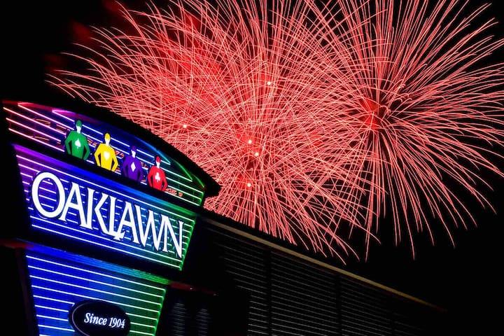 Oaklawn Racing Casino Resort (2.7 miles)
