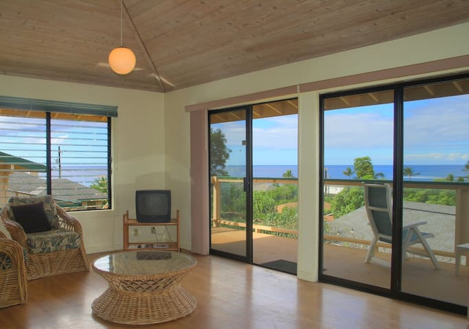 Poipu Beach, Ocean View, A/C, deck, WIFI,no fees n