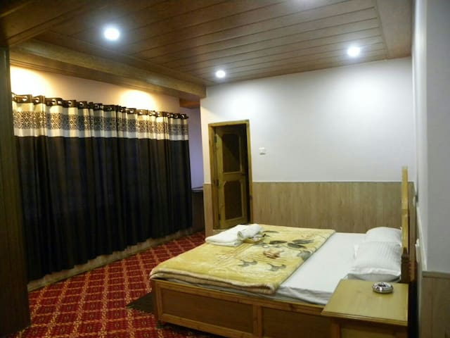 Samaa Resorts-Mount View,Kalpa - Reckong Peo - Otros