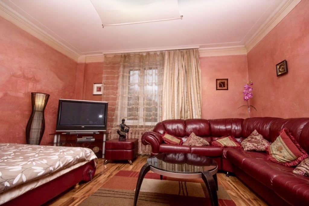 Очень удобная гостиная комната