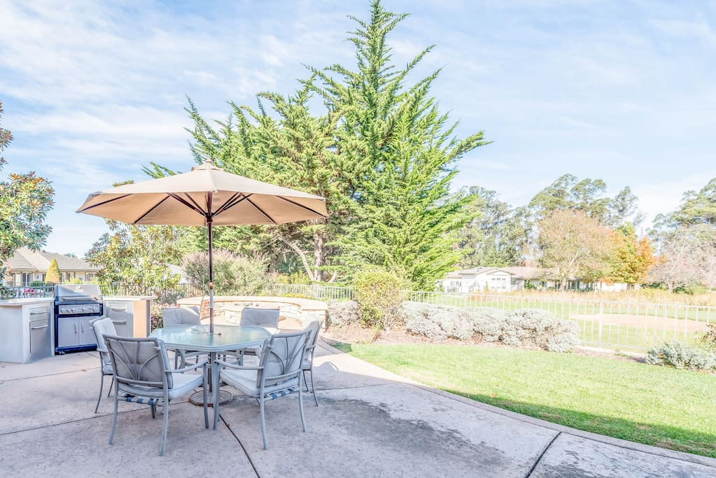 Located on the 15th hole of the Cypress Ridge Golf Course, this home features a large private patio. Professionally managed by TurnKey Vacation Rentals.