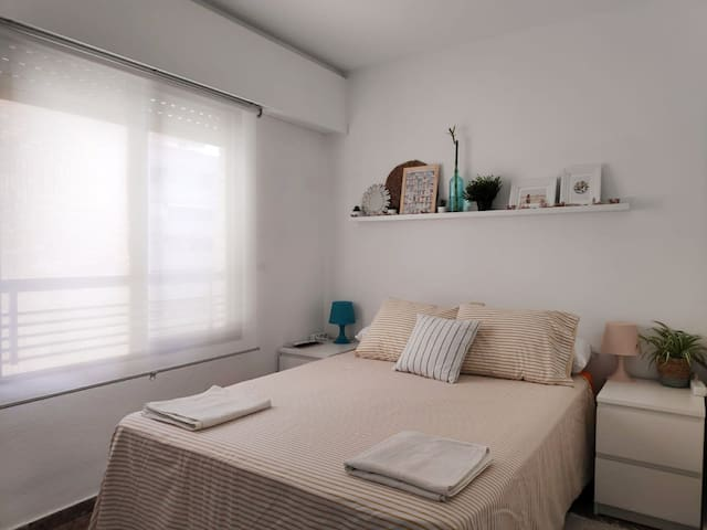 Double room, private bathroom close to city center