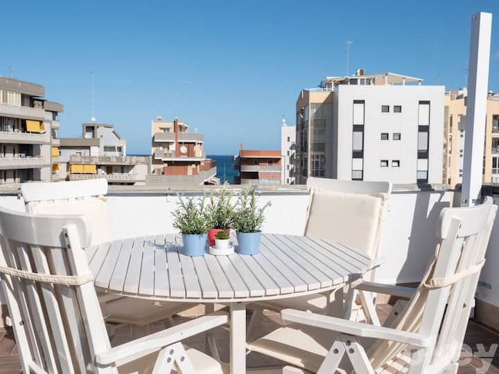 Seaview Luxury Penthouse – Bari Fesca