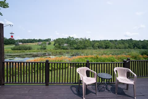 Renovated Cottage Overlooking  Scenic Pond