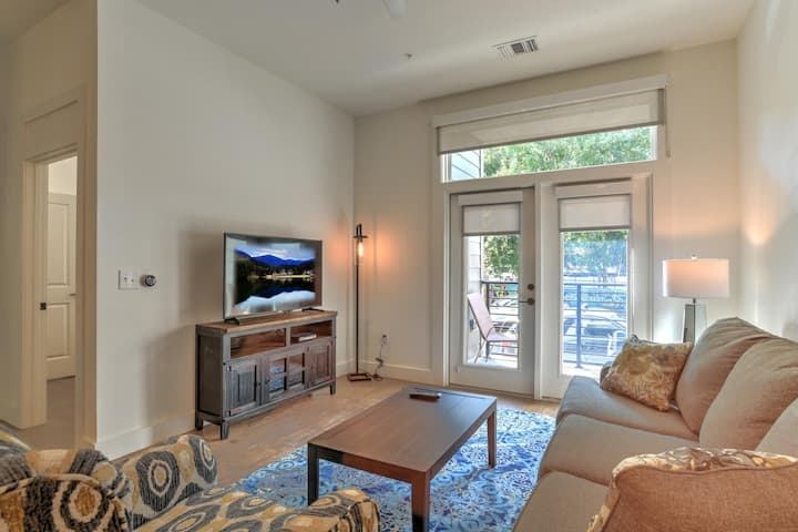 New luxury 1 bdr/1 bath condo heart of downtown Asheville~55 South Market #214