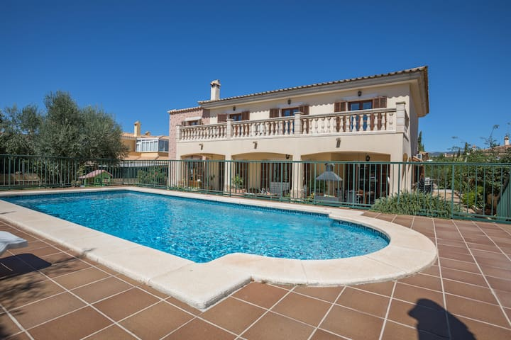 Xisqueta 8 - very nice house with pool and airco