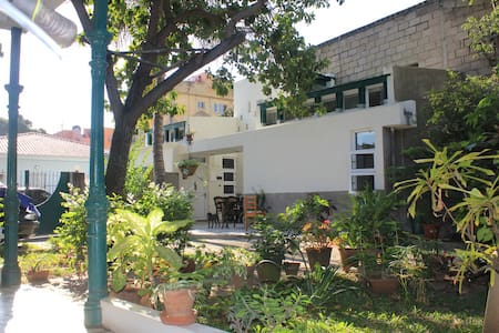 Green Gate Guesthouse, quiet oasis in city center