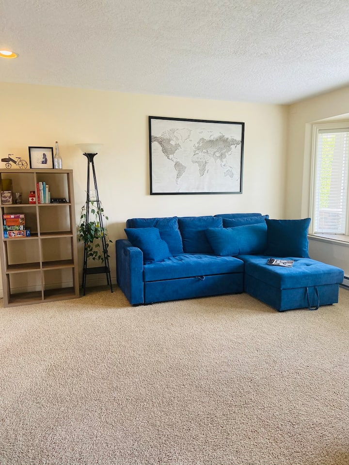 2 bdrm spacious ground floor suite with parking