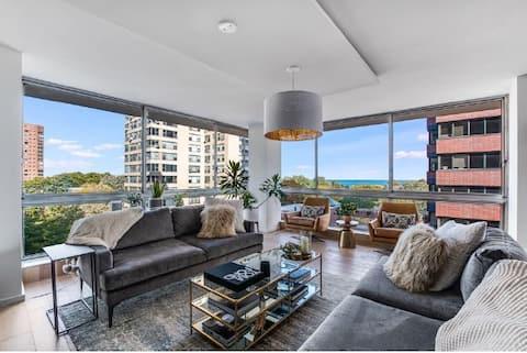 Modern Lakeview/Lincoln Park Condo w/ Gorg. Views