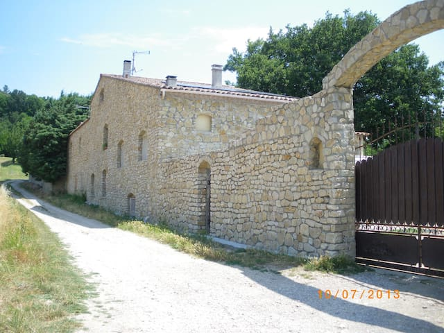 Gite dans Mas en pierres provençal avec piscine - Saint-Marcel-lès-Sauzet - Apartament