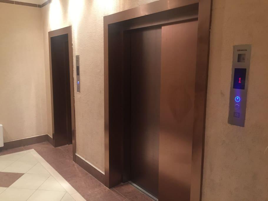 Современный скоростные лифты