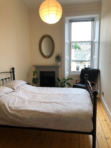 Quiet Comfy Spacious Double Room in Stockbridge !