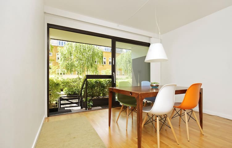 Central with terrasse, parking and swimmingpool