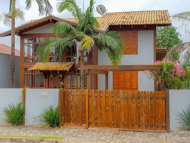 Casa com piscina em Bonito-Ms, em bairro central!