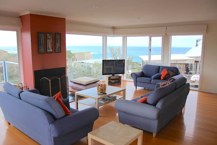 Spectacular views, mins to beach, 35 Waikiki Cres - Smiths Beach - House