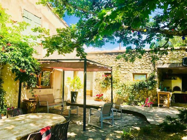Studio calme campagne piscine maison pierre