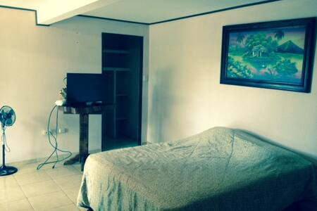 Yucatan Apartment Safe, Clean and Comfortable - San Isidro de El General - Apartment