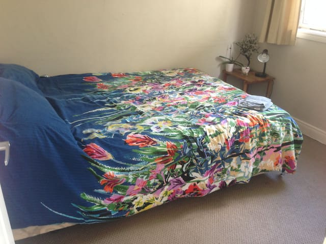 Great room ideal for travelling singles/couples - Auckland - House