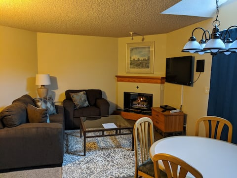 Clean&Comfy w/ full kitchen *no cleaning fee*- DTC