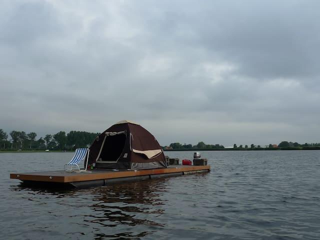 Eurovlot , vlot met tent ,  op het water - Heerhugowaard - Annat
